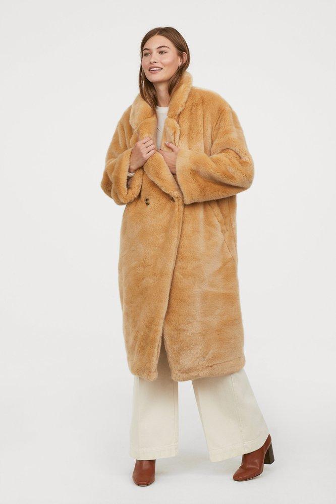 Kabát z umělé kožešiny, H&M, 2999 Kč