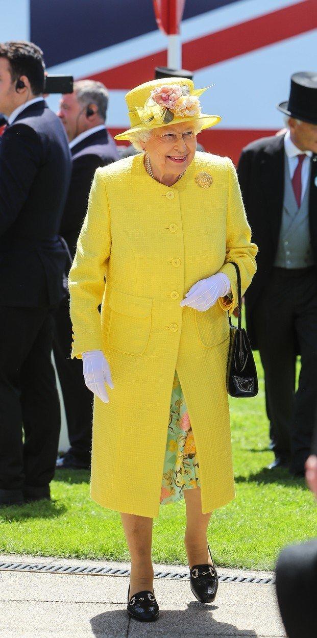 Královna Alžběta II. a její módní vkus: Barvy bere jako povinnost