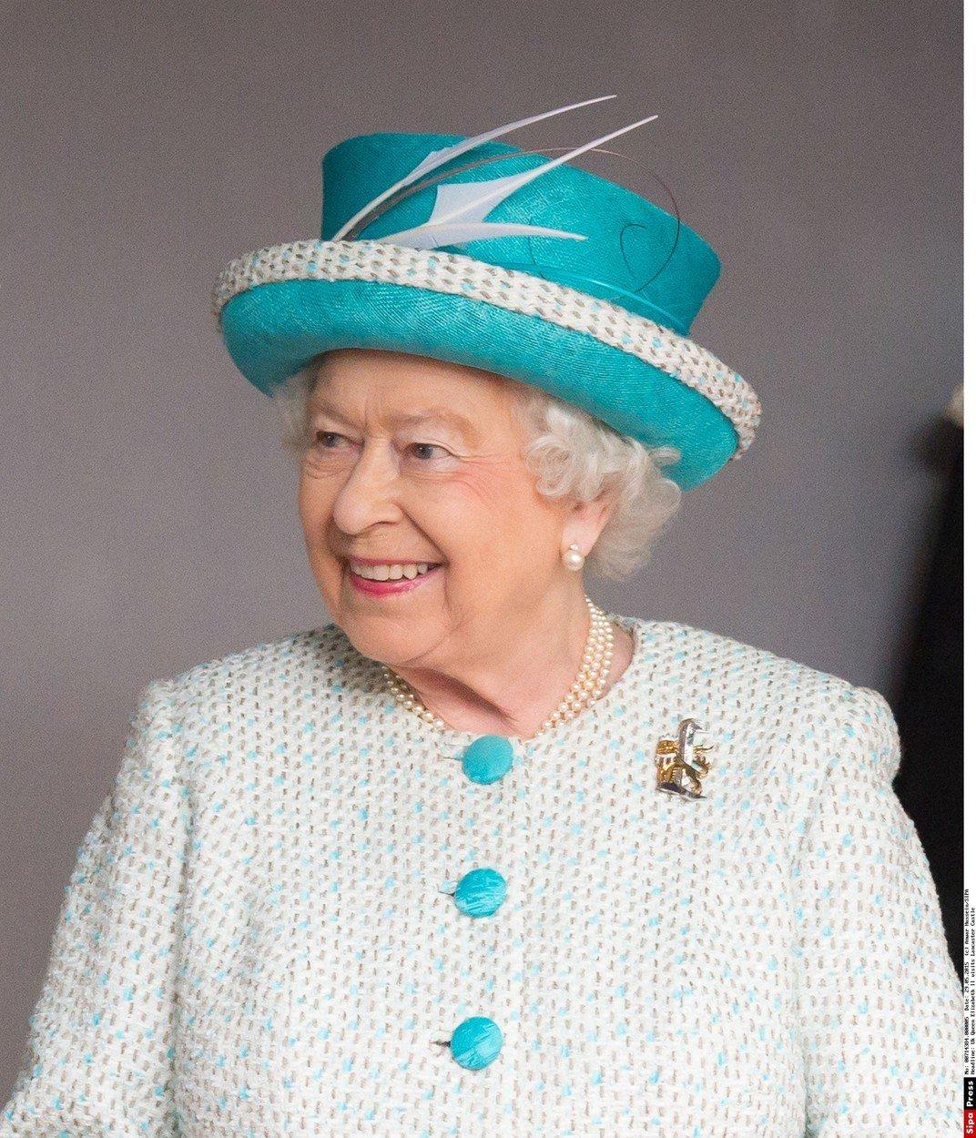 Královna Alžběta II. a její módní vkus: Vyladěné detaily