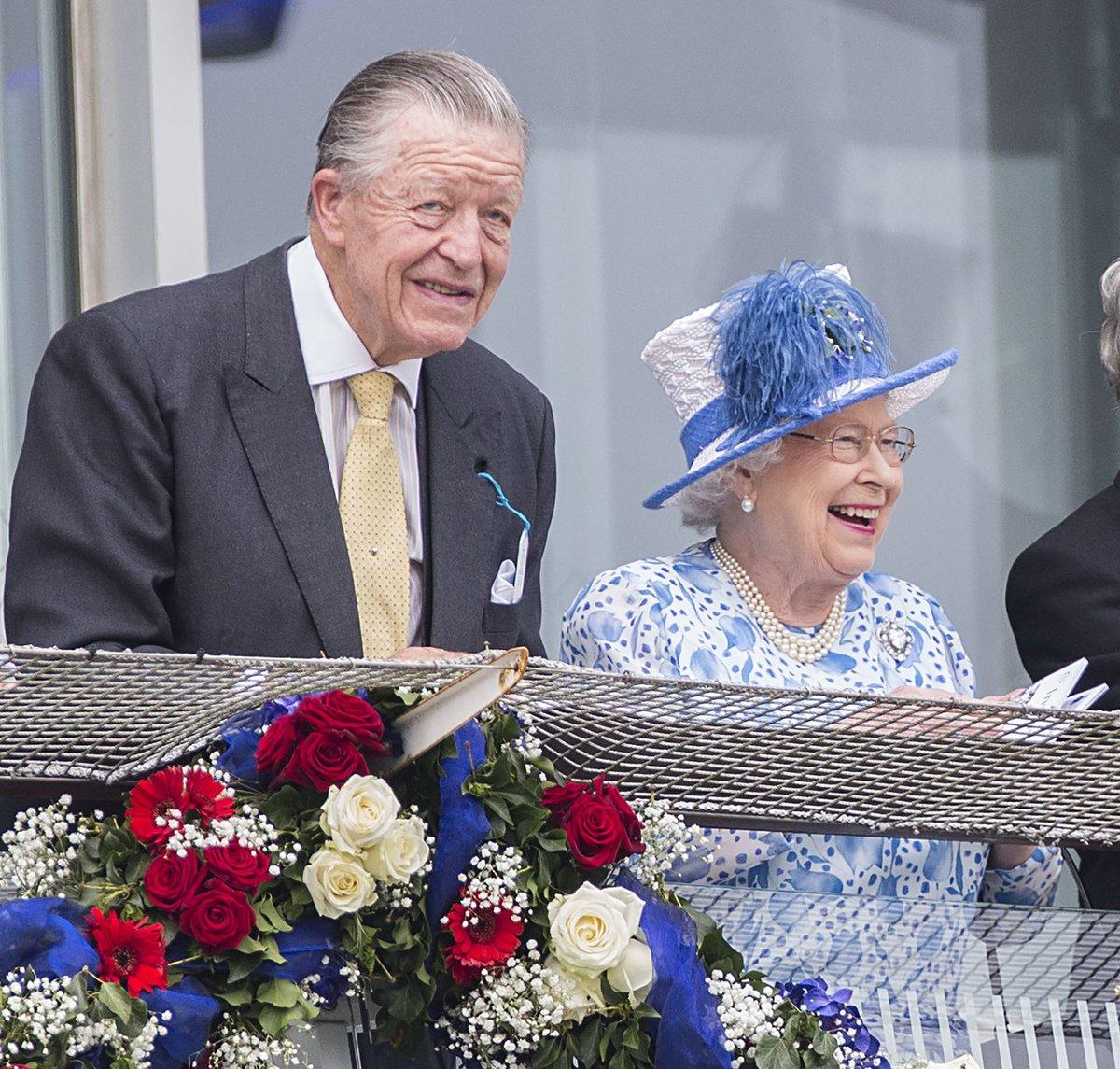 Královna Alžběta a její poradce Sir Michael Oswald