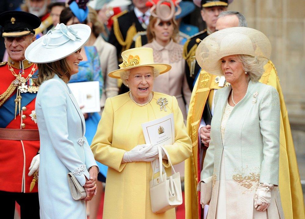 Královna Alžběta II. se snachou Camillou na svatbě vnuka prince Williama s Kate v roce 2011