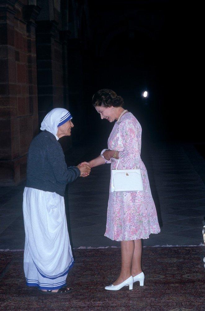 Královna Alžběta II. s Matkou Terezou v roce 1983