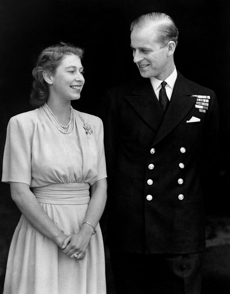 Princezna Alžběta se svým snoubencem princem Philipem v roce 1947