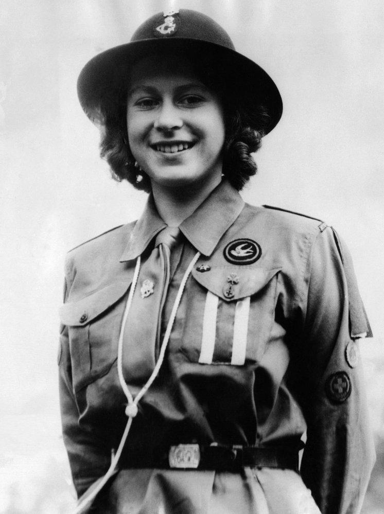 Princezna Alžběta v dívčí uniformě v roce 1942