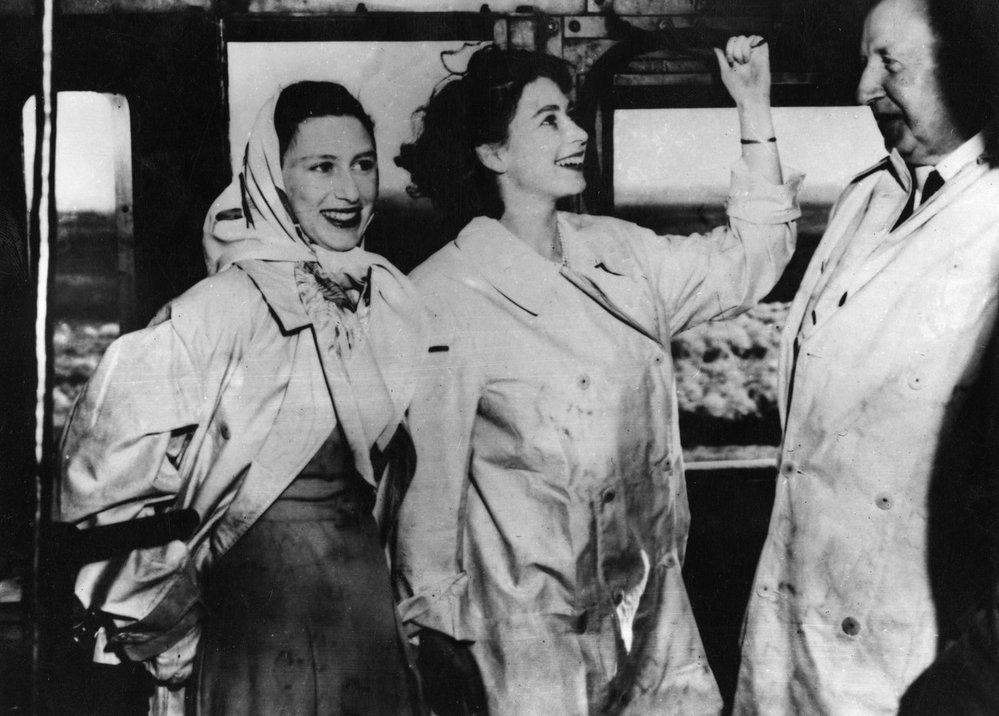 Princezna Alžběta II. se sestrou Margaret během královské tour po Jižní Africe (1947)