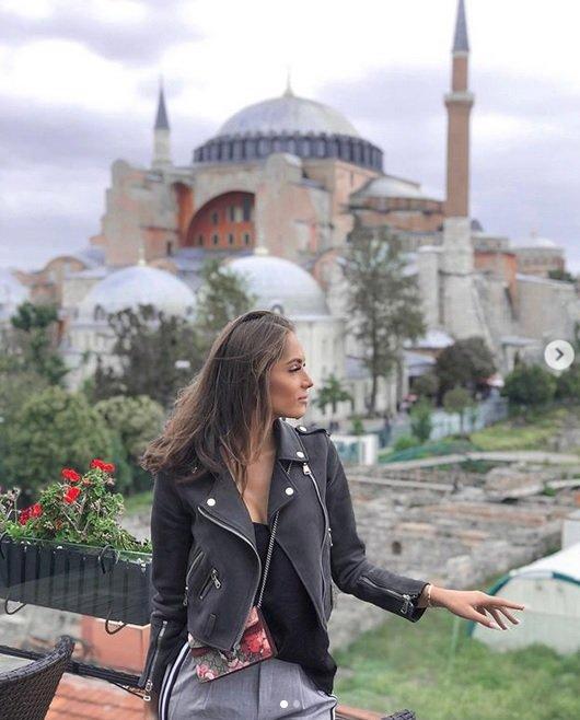 Kristýna vyrazila do Istanbulu vůbec poprvé, napsala svým fanouškům na Instagramu. V restauraci tam utrpěla silné popáleniny