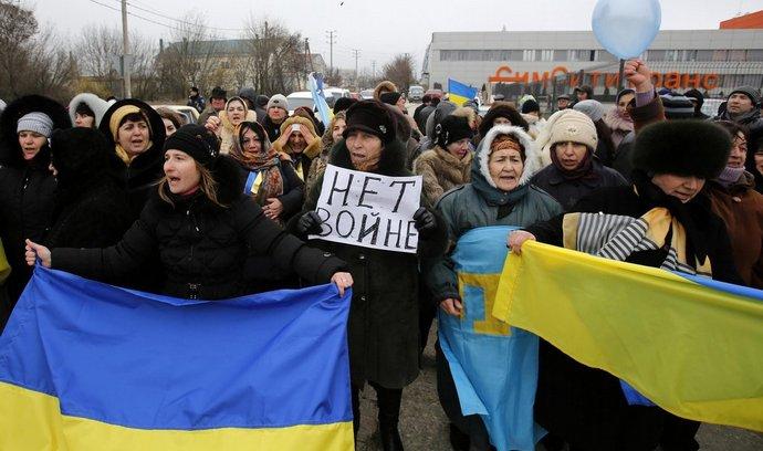 Krymští Tataři demonstrují v Simferopolu