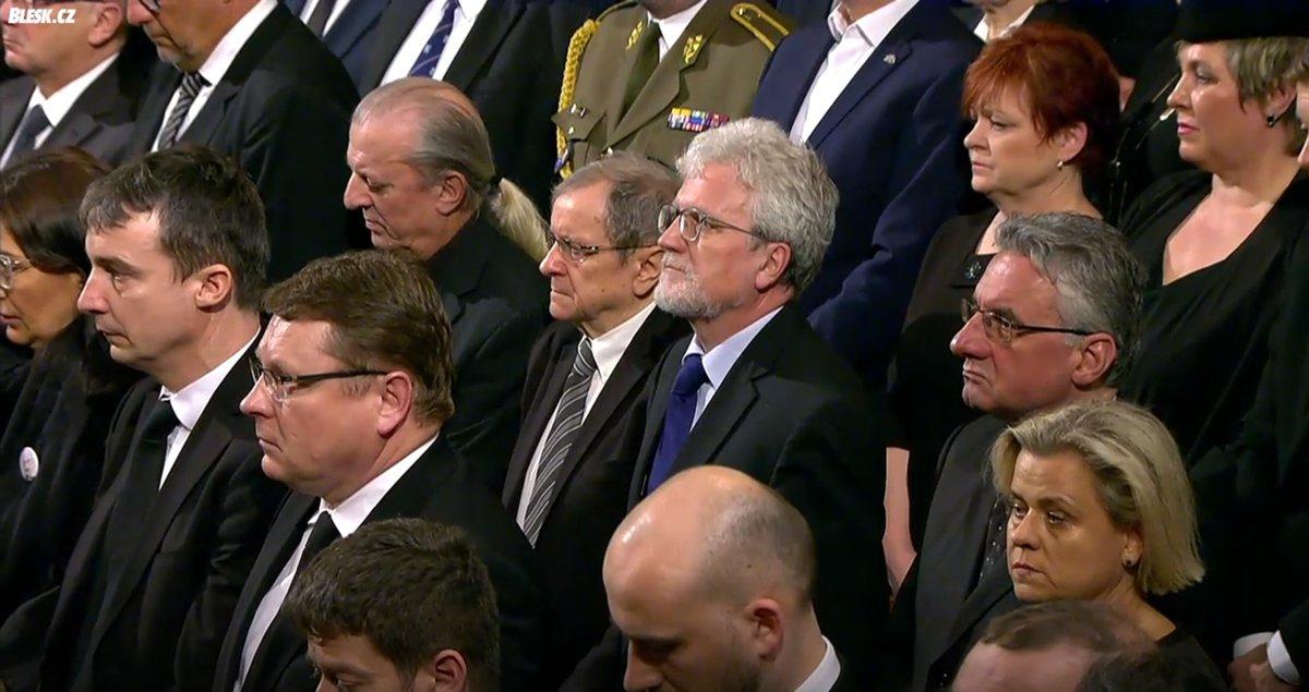Pietní shromáždění k uctění památky zesnulého šéfa Senátu Jaroslava Kubery v pražském Rudolfinu.