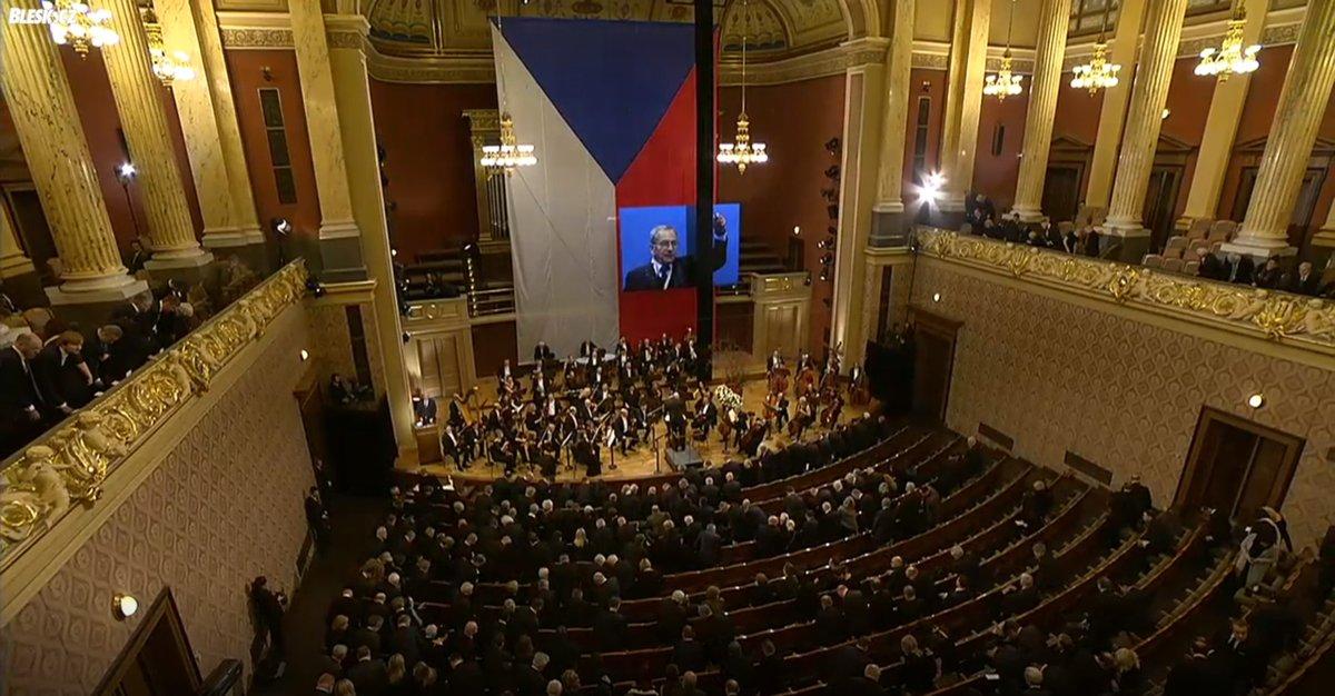 Pietní shromáždění k uctění památky zesnulého šéfa Senátu Jaroslava Kubery v pražském Rudolfinu