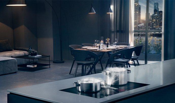Čisté linie a velkorysý prostor – tak vypadají moderní kuchyně snů.