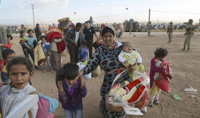 Kurdští uprchlíci na turecko-syrské hranici