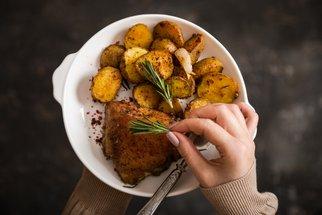 Rychlý recept, který si zamilujete: Šťavnaté kuře z remosky