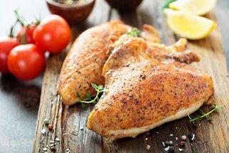 Jak připravit ta nejlepší šťavnatá kuřecí prsíčka? Vyzkoušejte recept podle Koko
