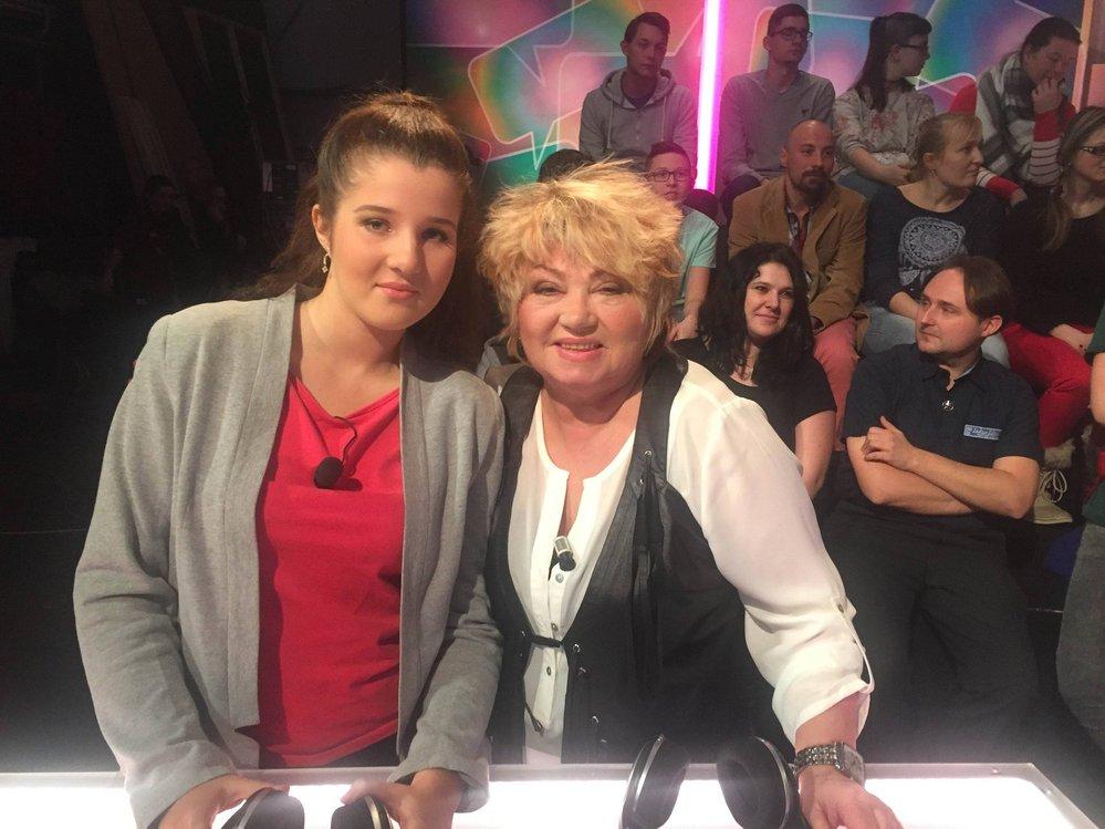 Věra Špinarová s vnučkou Johankou v pořadu Kurňa, co to je?.
