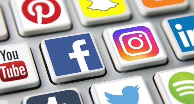 Mourrisonova poradna: Chyceni v sociálních sítích