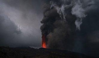 OBRAZEM: Vulkán na Kanárských ostrovech je stále aktivní, popel zasáhne část Evropy