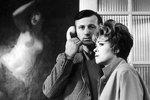 Ucho, 1970. Kachyňův film se dostal mezi diváky až v roce 1990. Film věrně ukazuje realitu strachu tehdejšího totalitního režimu