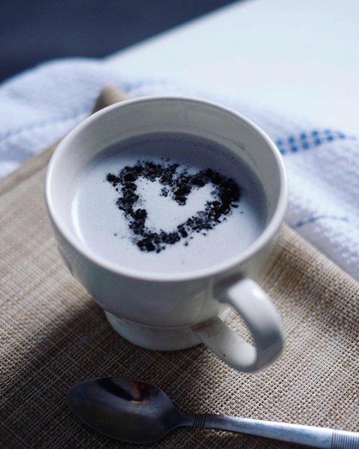 Černá káva je na internetu novým hitem