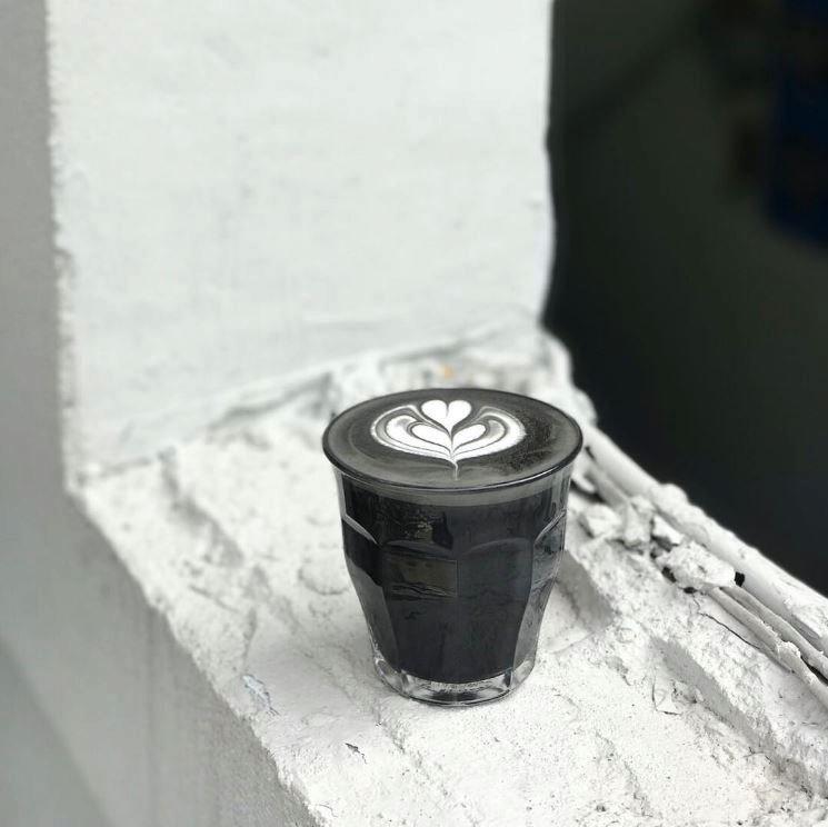 Černá káva je novým hitem na sociálních sítích