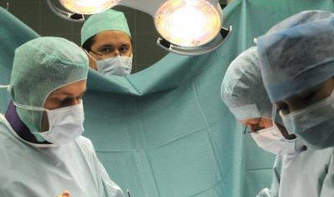 Platy lékařů se mohou opět snížit