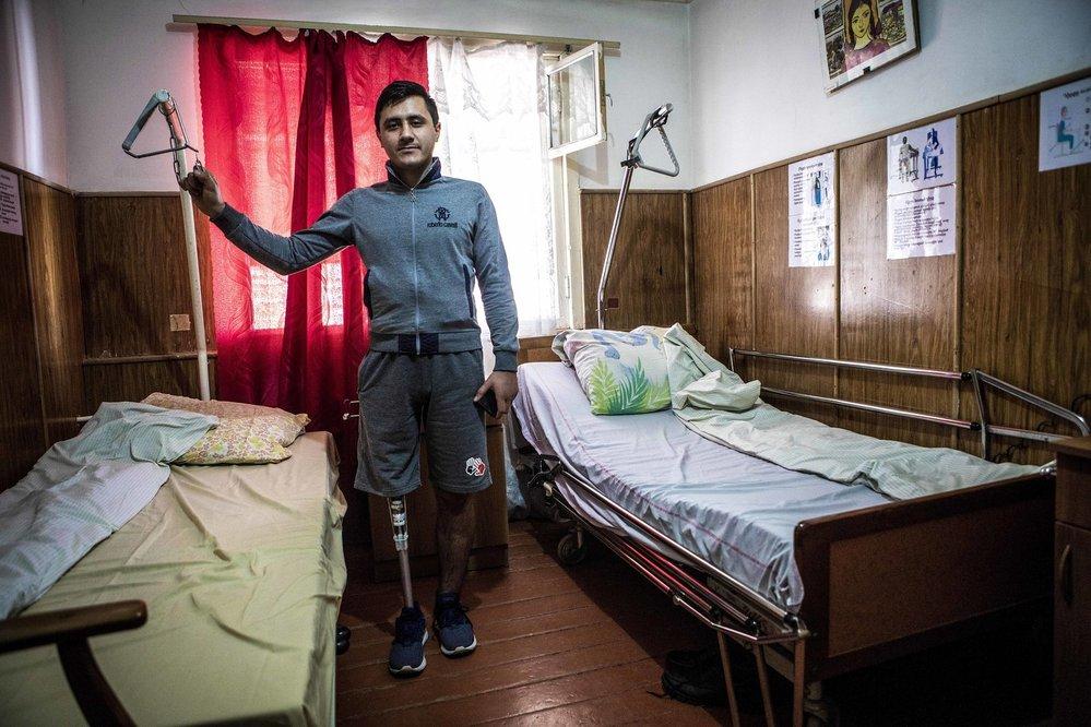 Dvacetiletý Gegham ztratil ve válce nohu. Urvala mu ji střepina z rakety. Považuje to za velké štěstí, že ztratil jen nohu.