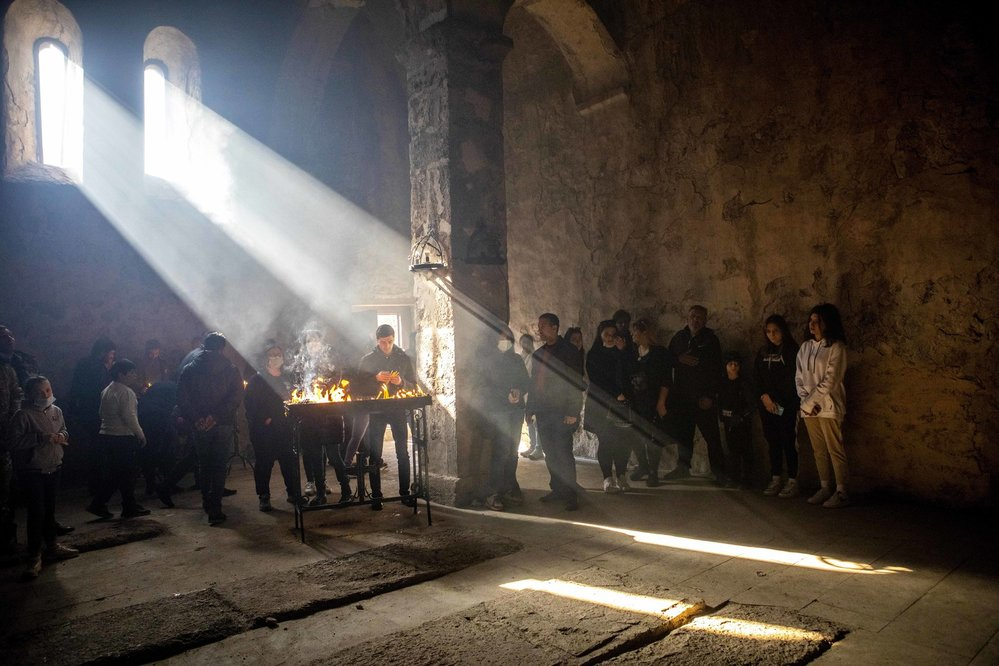 Ázerbájdžánu připadl i starobylý klášter Dadivank. Poslední modlitby za mrtvé i živé. Arméni se obávají, že muslimští Azeři klášter zničí.