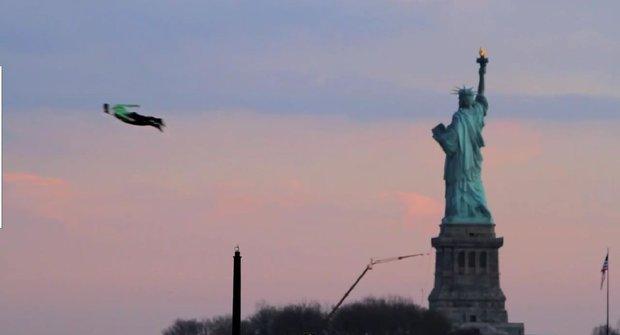 Létající Čestmír a jeho dva kámoši to vzali nad New Yorkem