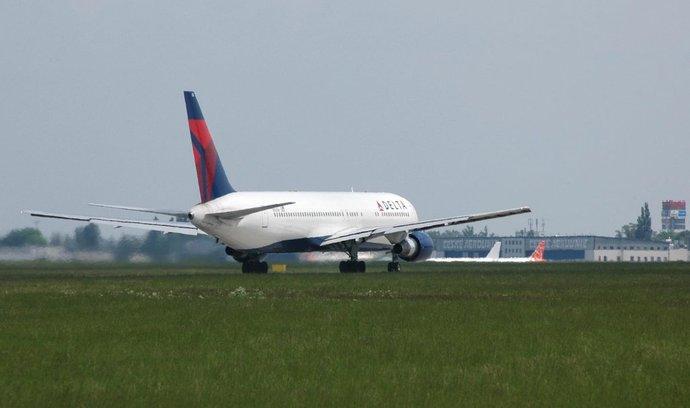 Letadlo společnosti Delta Airlines v Praze