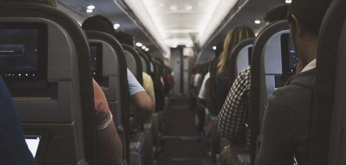 NSA a GCHQ dokážou odposlouchávat mobily a notebooky v letadlech