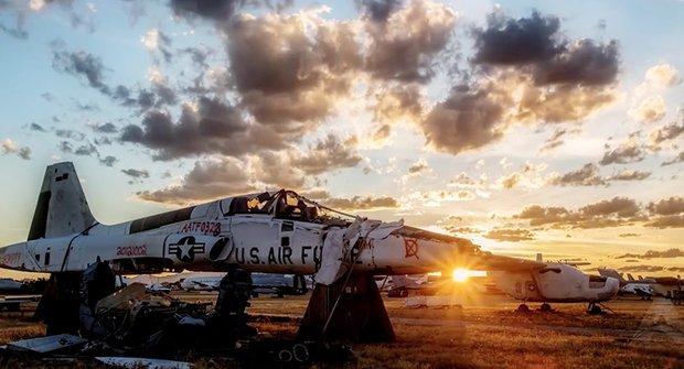 Magický pohled na opuštěný hřbitov letadel