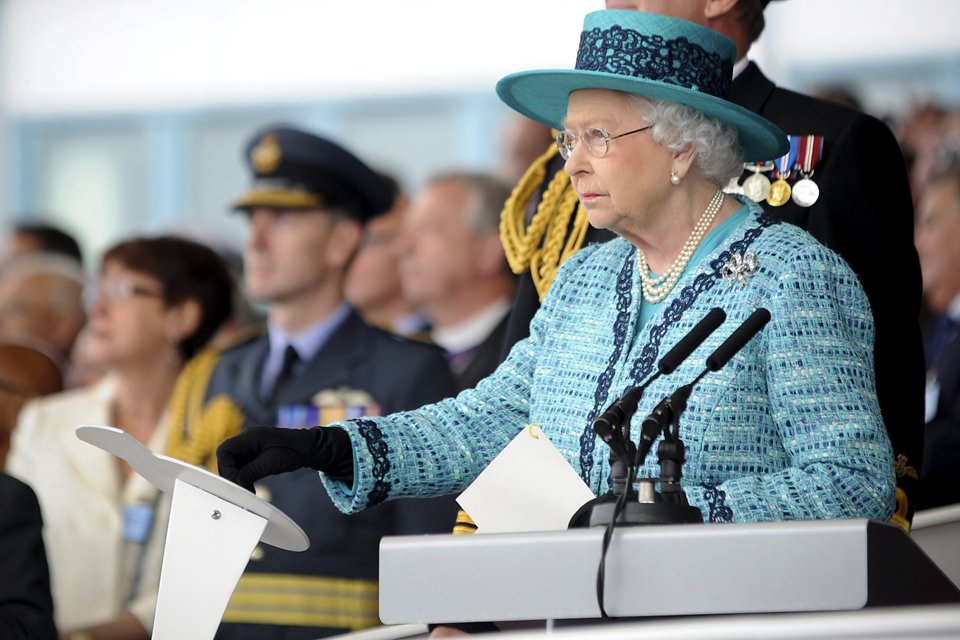 Královna Alžběta pokřtila svou jmenovkyni 4. 7. 2014.