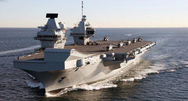Největší letadlové lodě světa: Základny na moři
