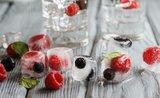 13 originálnych spôsobov, ako v lete využiť formičky na ľad