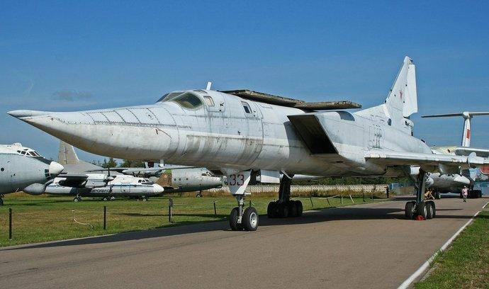 Letoun Tupolev Tu-22M3 Backfire-C, který Rusko údajně přesunuje na anektovaný Krym