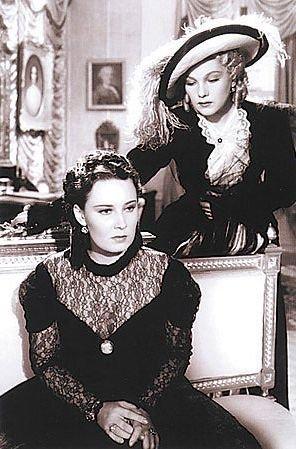 Baarová (vlevo) ve filmu Maskovaná milenka hrála baronku