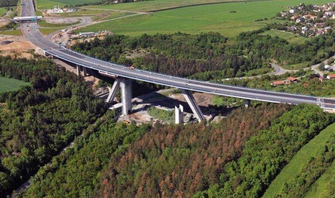 Bögl & Krýsl se podílela také na stavbě Lochkovského mostu (na snímku)