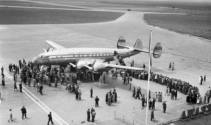 Lockheed Constellation na letišti v Praze-Ruzyni