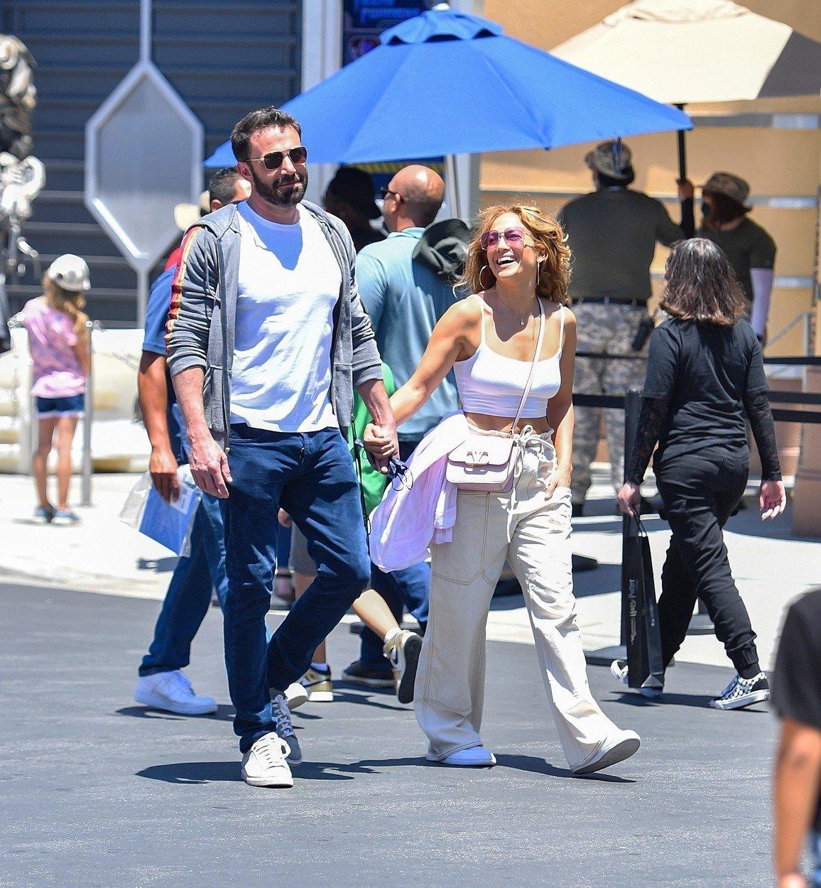 Jennifer Lopez a Ben Affleck v zábavním parku