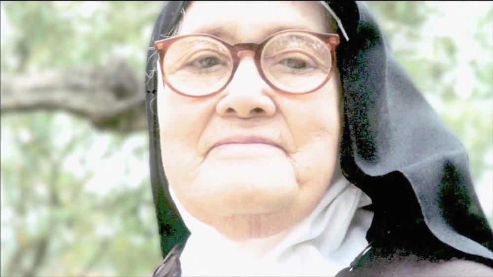 Lúcia dos Santos jako 35letá řádová sestra v klášteře sv. Doroty ve španělském městě Pontevedra, začne odhalovat své zápisky, ve kterých si prý zaznamenala, co všechno jim tehdy, v roce 1917, Panna Maria sdělila.