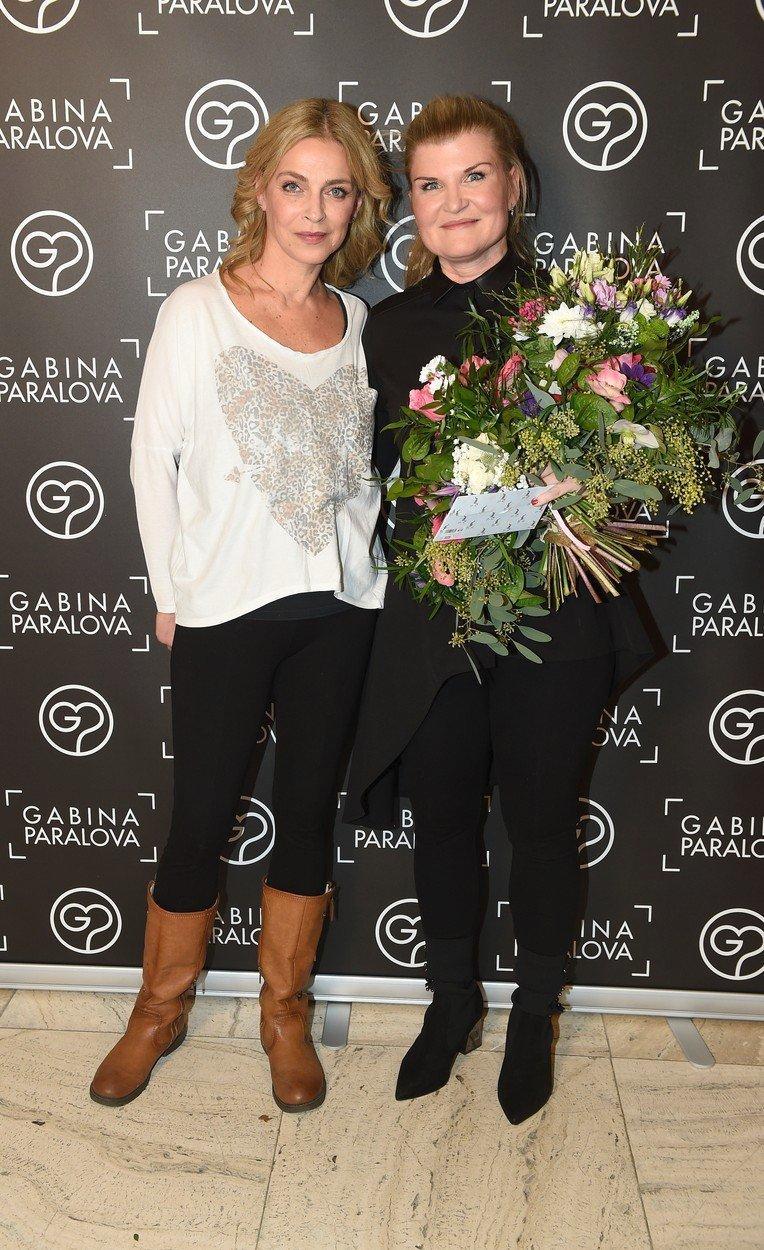 Lucie Zedníčková s návrhářkou Gábinou Páralovou.