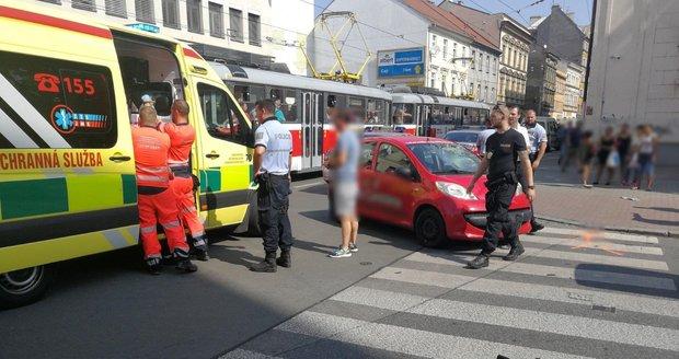 Dodávka rozvážkové služby srazila na brněnském Cejlu mladého cyklistu (30). Řidič, který měl v krvi amfetamin, nedal při odbočování z hlavní silnice mladíkovi přednost.