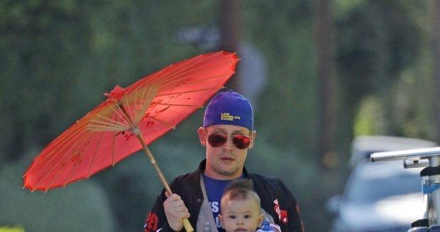 Macaulay Culkin se synem Dakotou.