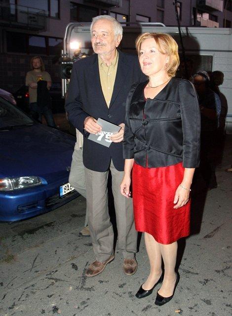 Magda Vašáryová ve stejné barevné kombinaci jako Olga Menzelová s Milanem Lasicou