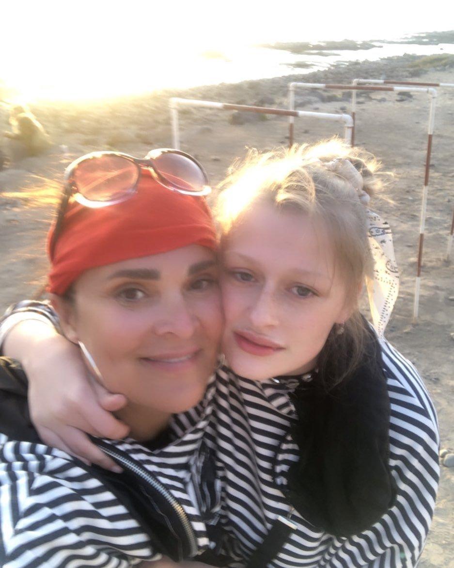 Mahulena Bočanová s dcerkou na Kanárech