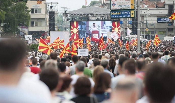 Makedonci požadují odstoupení premiéra Gruevského