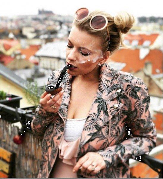 Dýmky kouří herečka od osmnácti.
