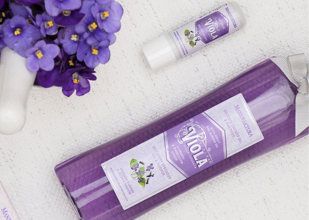 Sprchový gel & vlasový šampón s fialkou a mandlovým olejem (215 ml), cena: 169 Kč