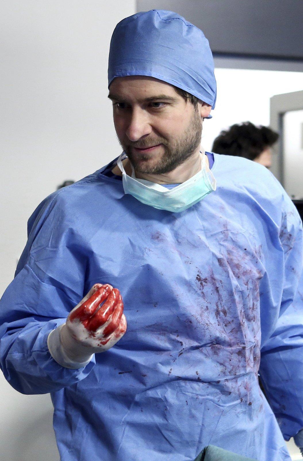 Při natáčení se používá filmová krev a vepřové maso a vnitřnosti.