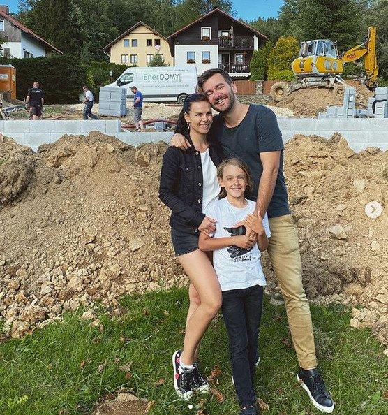 Marek Ztracený a jeho rodina se těší na nové bydlení.