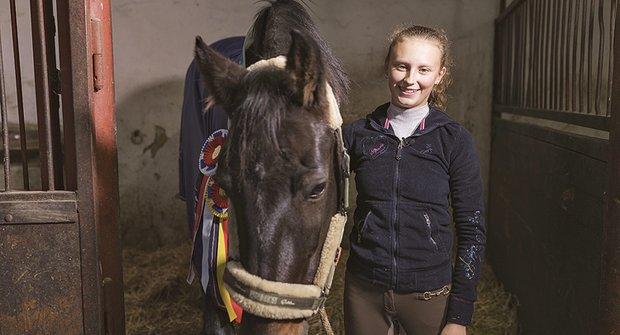 Zlatý oříšek: Jezdkyně Marie se kamarádí s koňmi a poníky